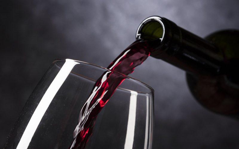 5 citas románticas con el vino